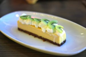 key lime pie with speculoos crust